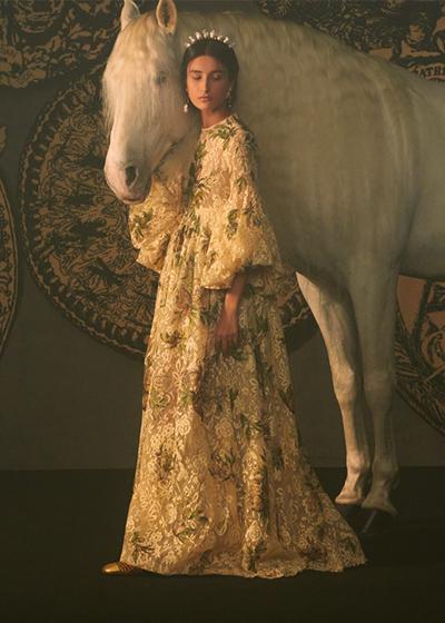 Dior用一針一線,編織了一座神秘且夢幻的塔羅城堡